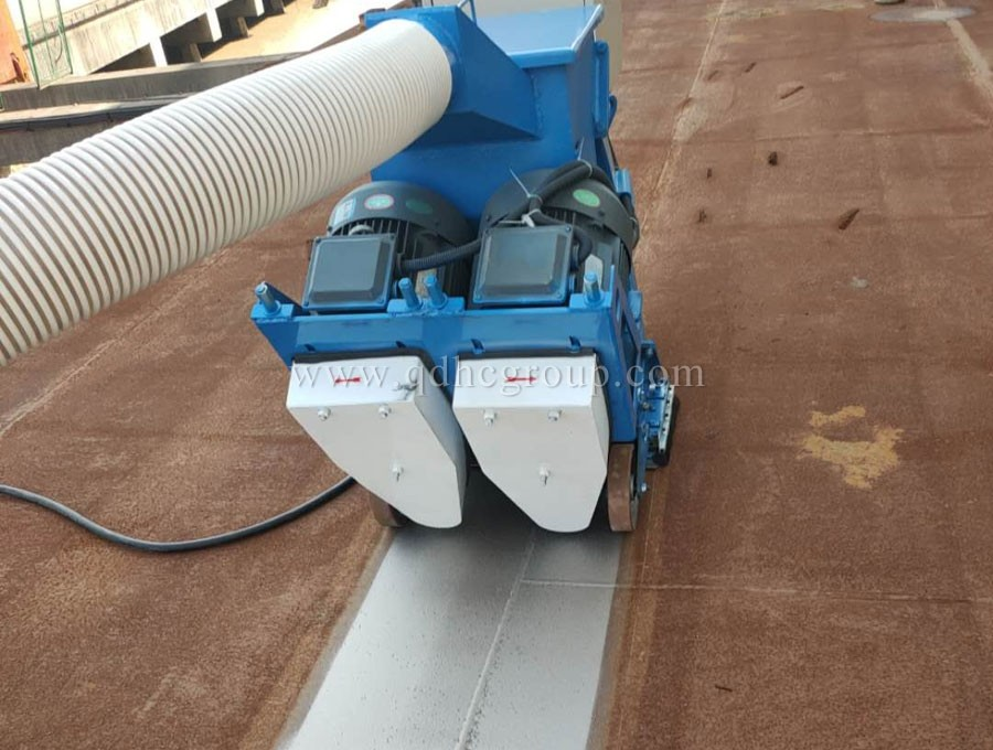 Steel plate mobile shot blasting cleaning machine
